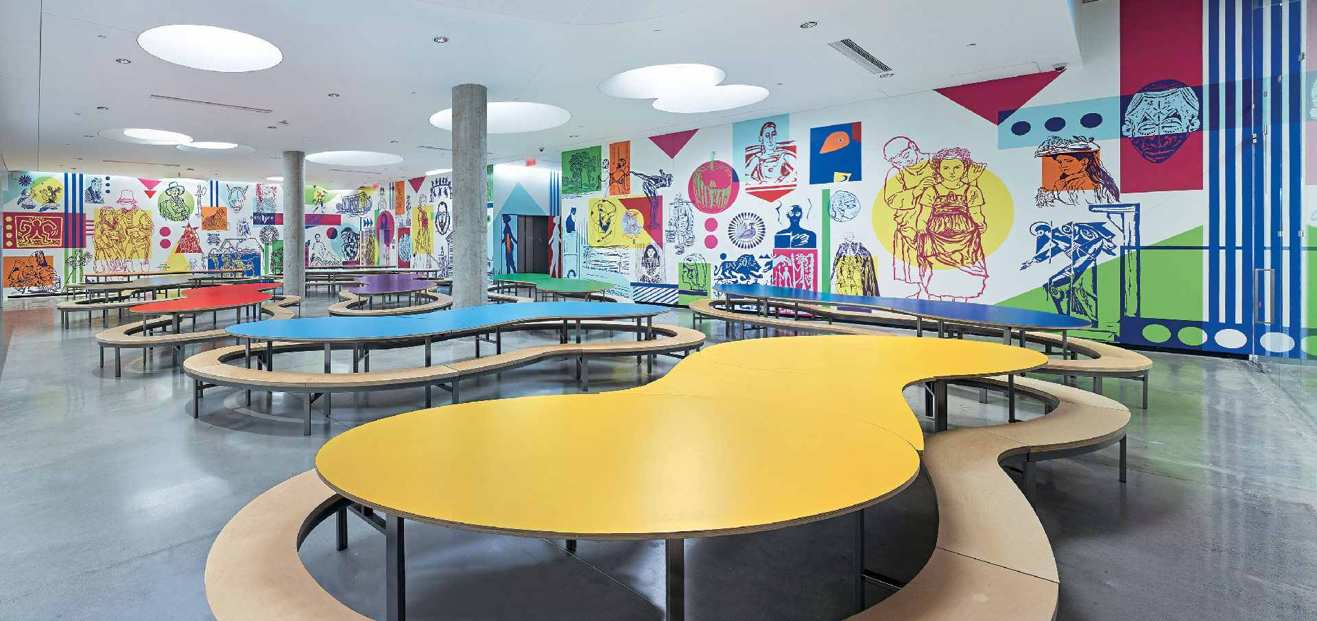 Le Pavillon pour la Paix Michal et Renata Hornstein, niveau S2 – Espace Arc-en-ciel, avec les murales du collectif MU. Musée des beaux-arts de Montréal.