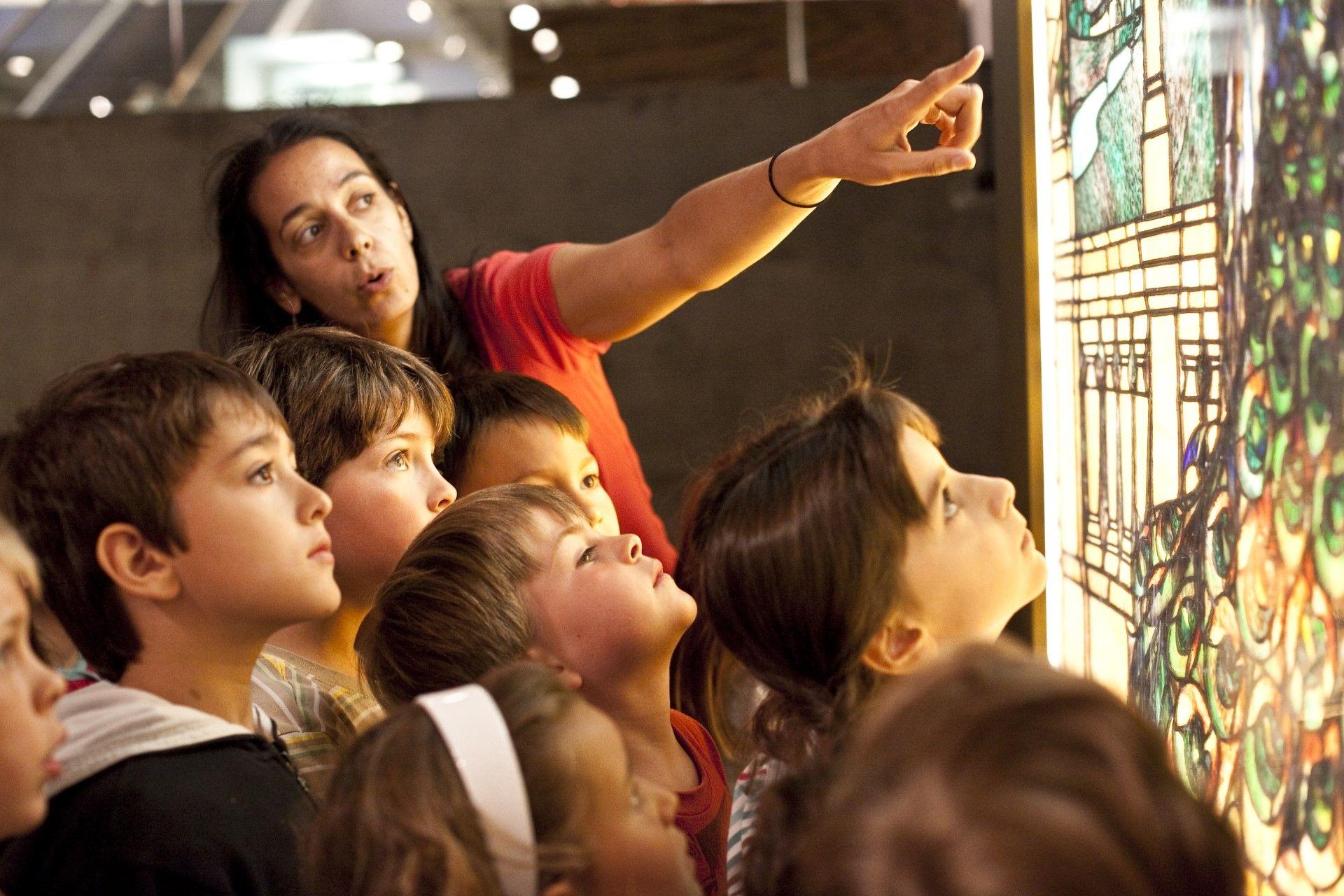 Mediator in front of aan atrwork with children