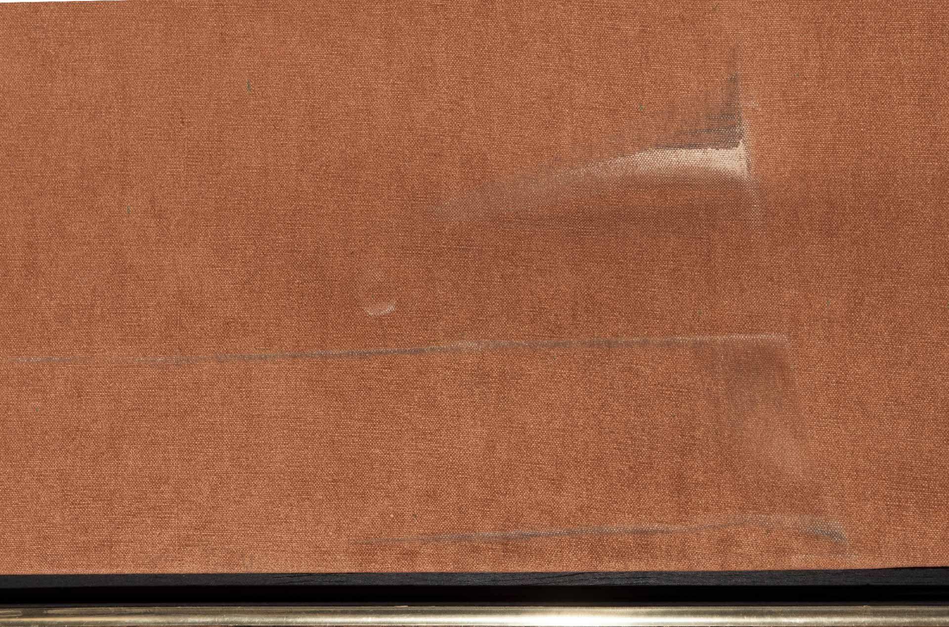 Dans la région inférieure du tableau, l'impact a causé à plusieurs endroits l'usure de la matière picturale et un transfert de saletés sur les fibres de la toile.