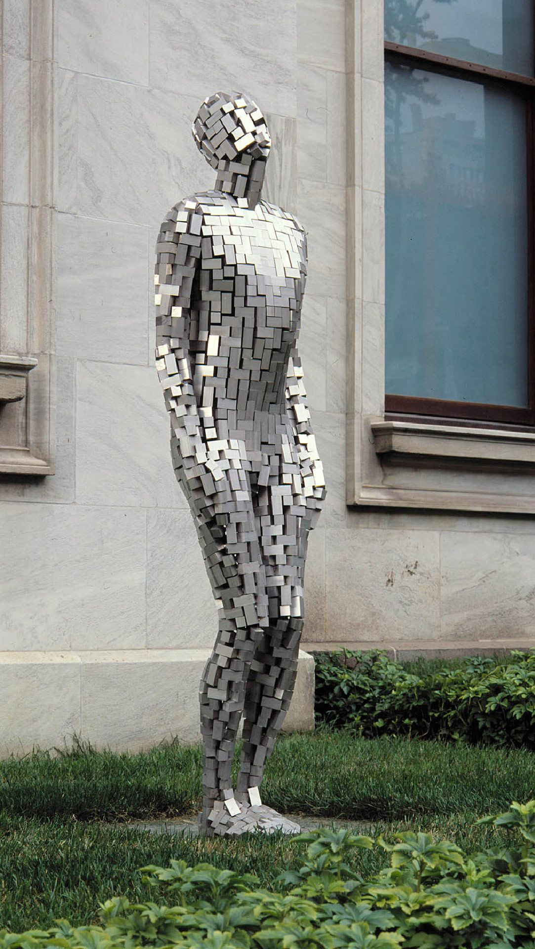 Antony Gormley, Building VI, 2003, stainless steel blocks. MMFA, purchase, Dr. and Mrs. Max Stern Bequest