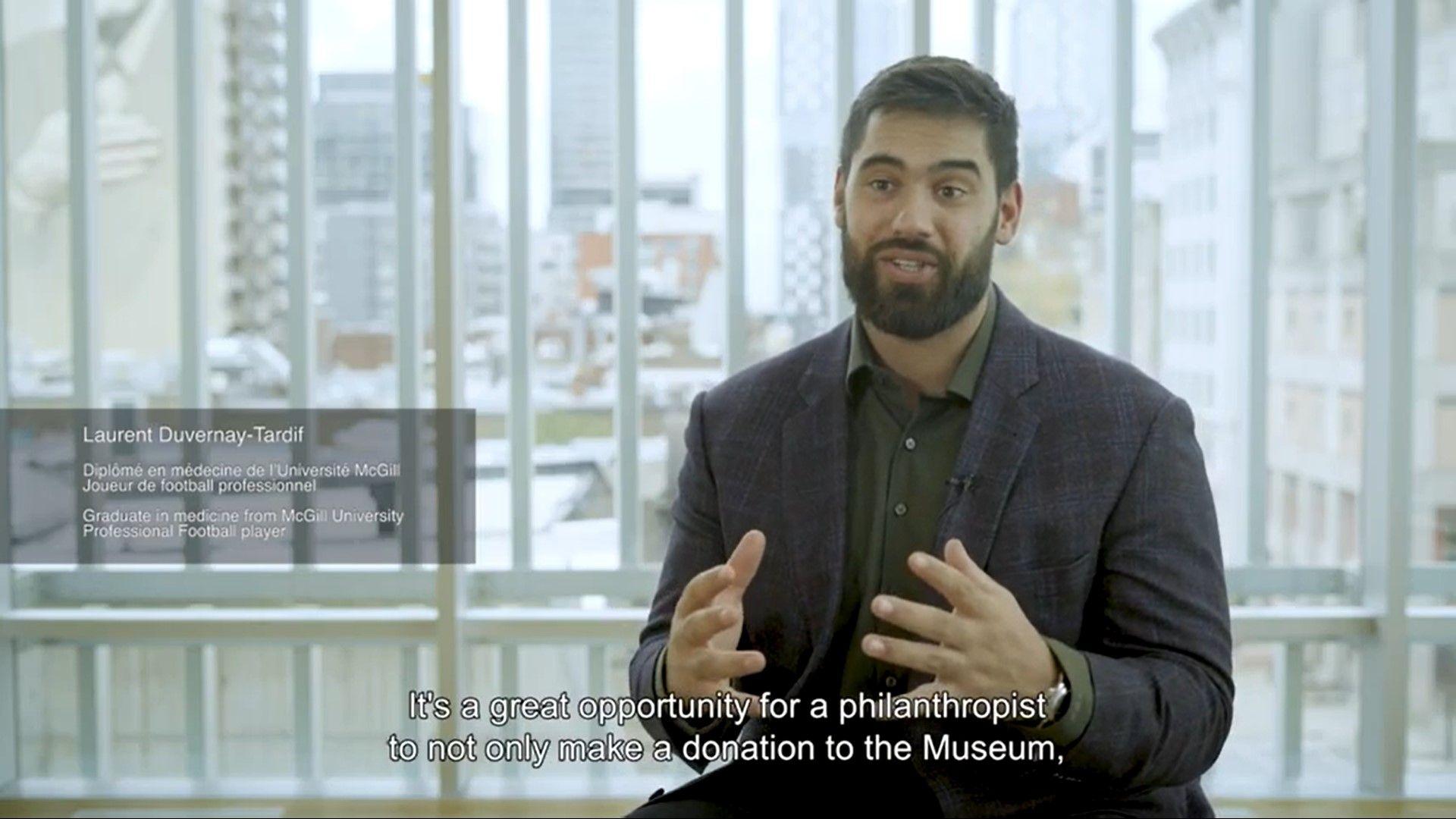 Capture d'écran d'une vidéo où Laurent Duvernay-Tardif dévoile son oeuvre coup de coeur à l'encan virtuel Ceci n'est pas un bal de la Fondation du MBAM