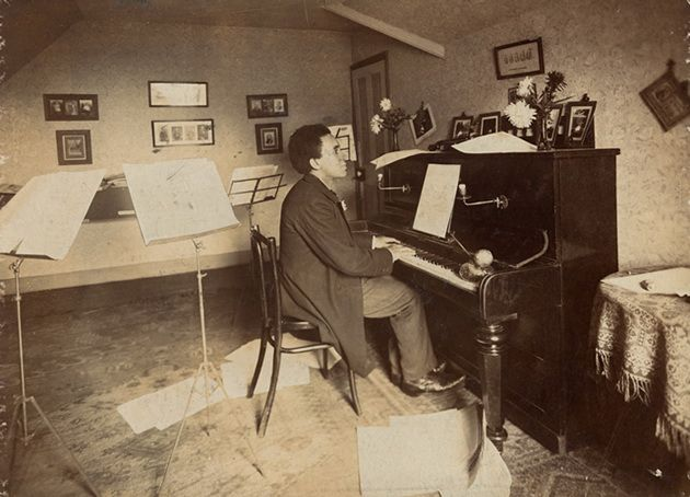 Photo of Samuel Coleridge Taylor playing piano