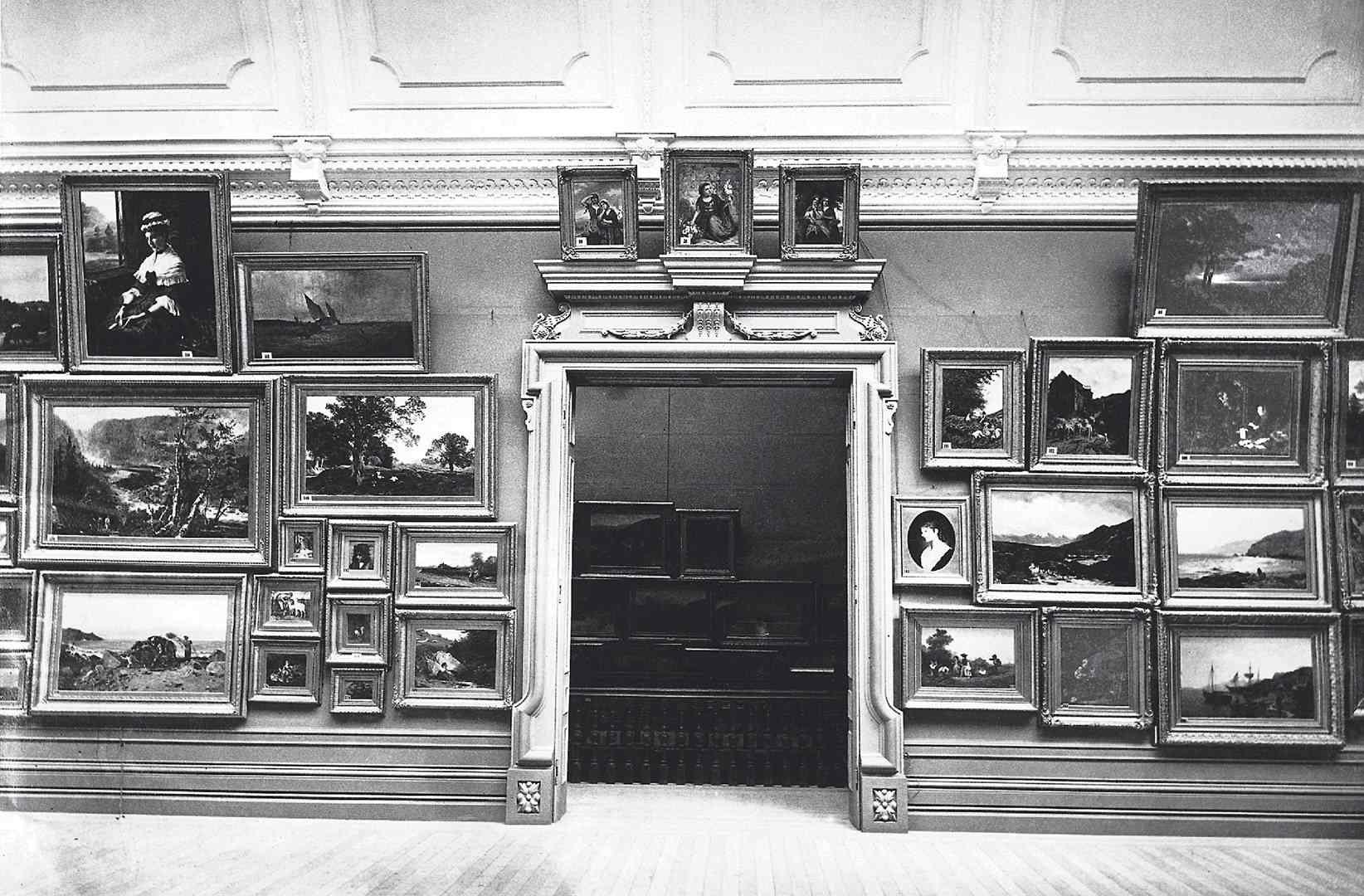 L'Art Gallery de 1879, square Phillips, grande Salle d'exposition, détail des accrochage, 1879.