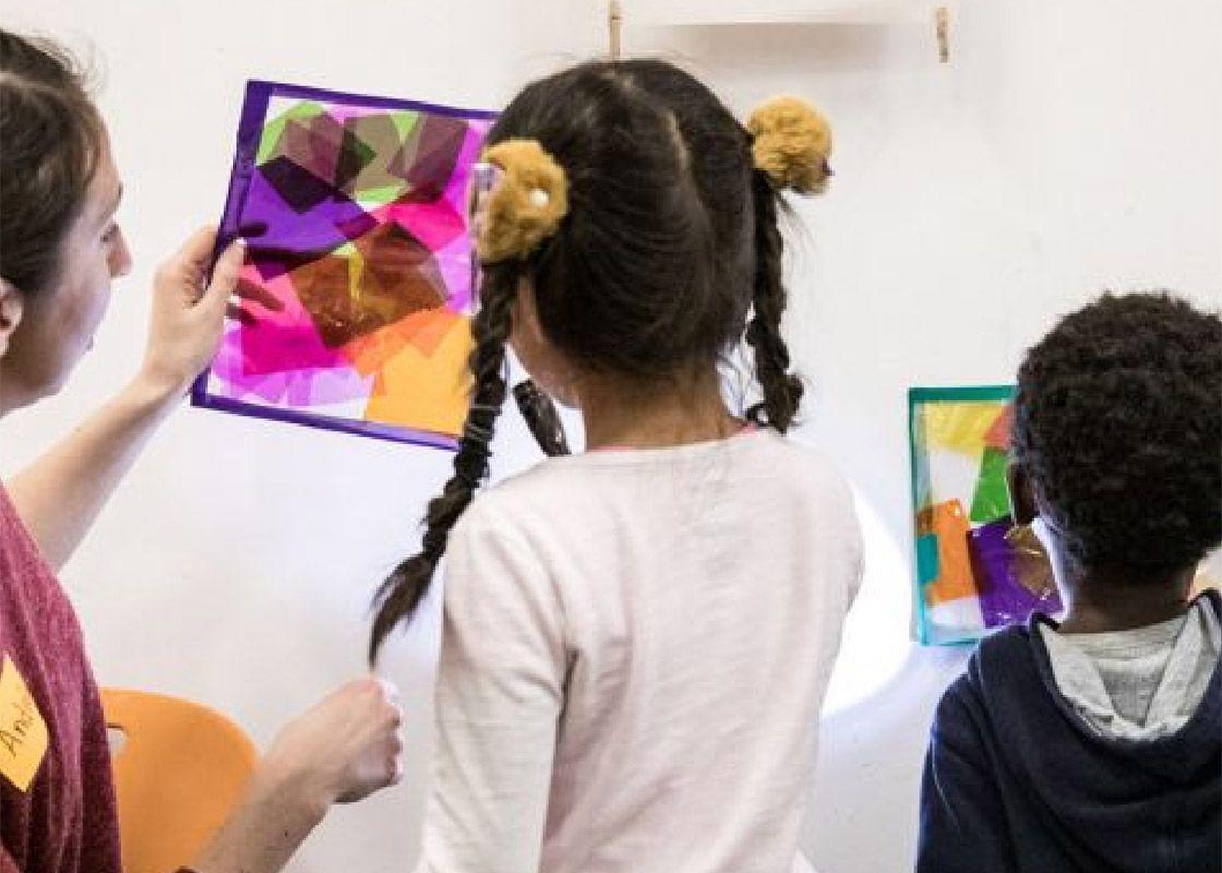jeunes filles participant à une activité famille du MBAM