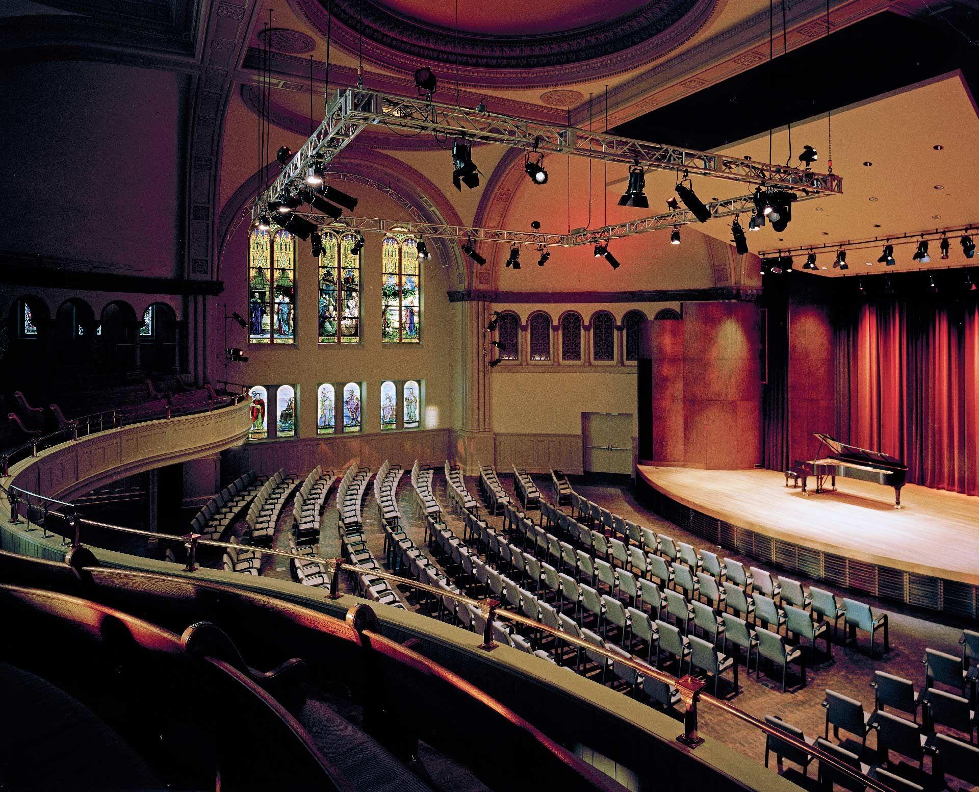 Panorama de l'intérieur de la salle Bourgie. Photo : Bernard Fougère
