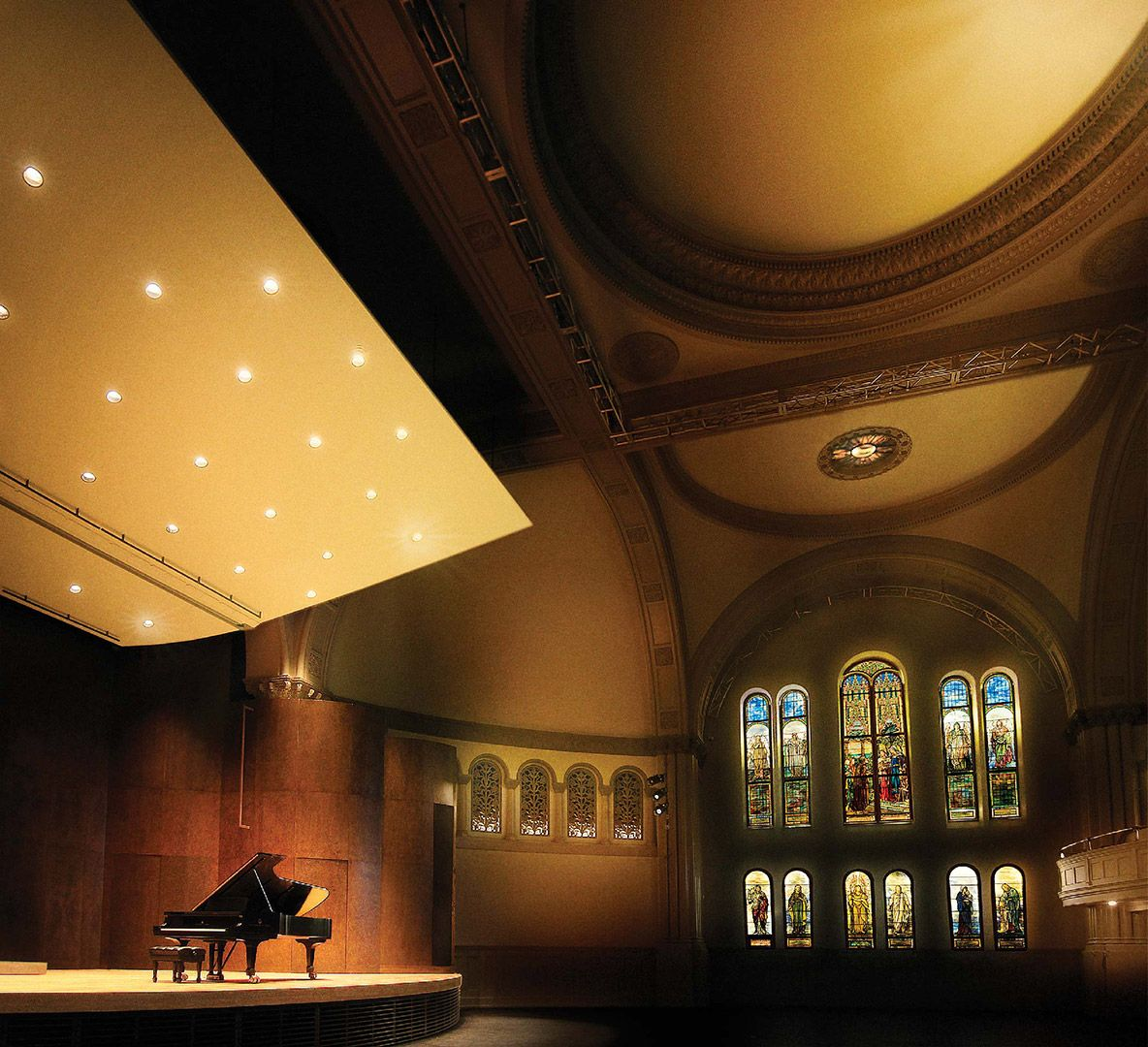 Photo de la salle Bourgie avec un piano sur scène