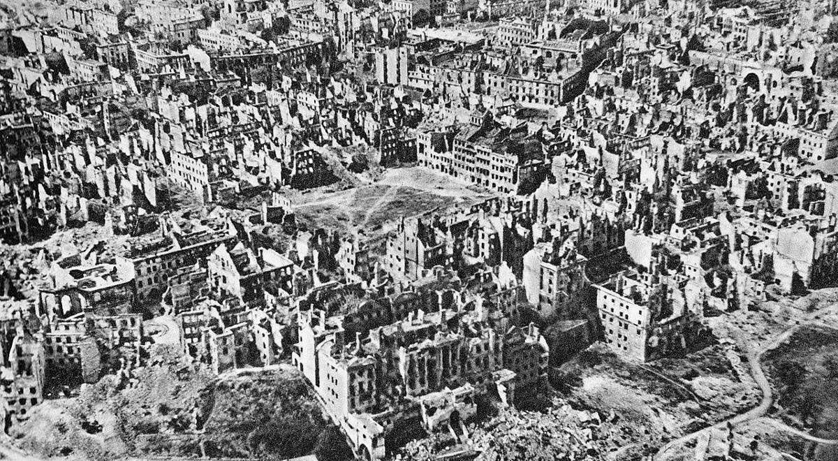 Varsovie in ruins, 1945