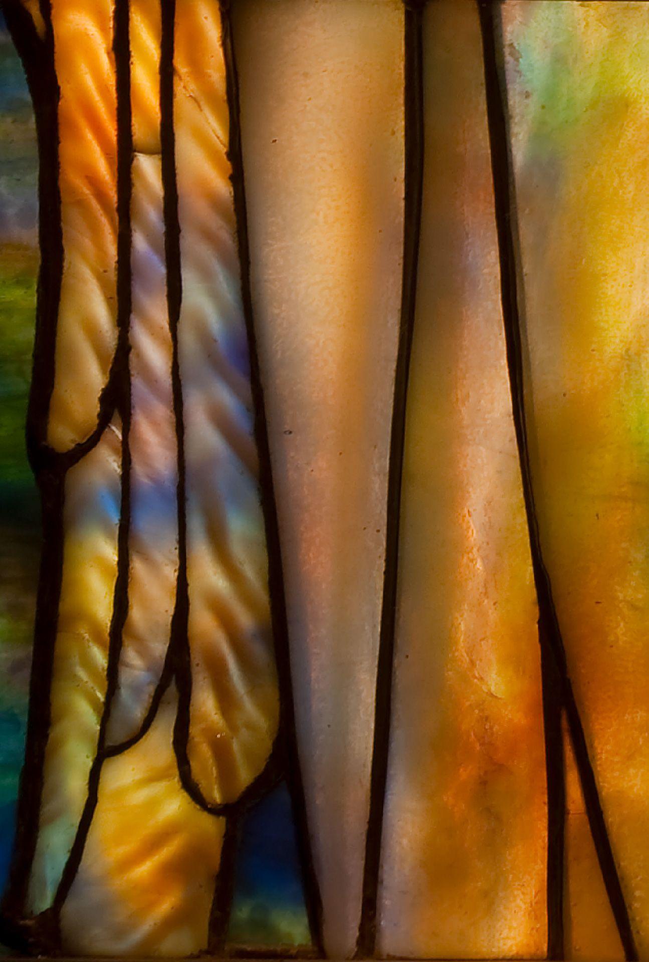 détail du vitrail L'Ange de gloire de Louis Comfort Tiffany, 1902